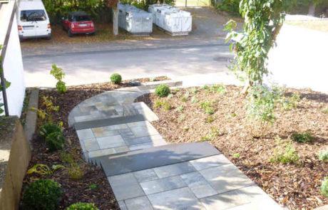 Bepflanzter Vorgarten An Treppenaufgang 2