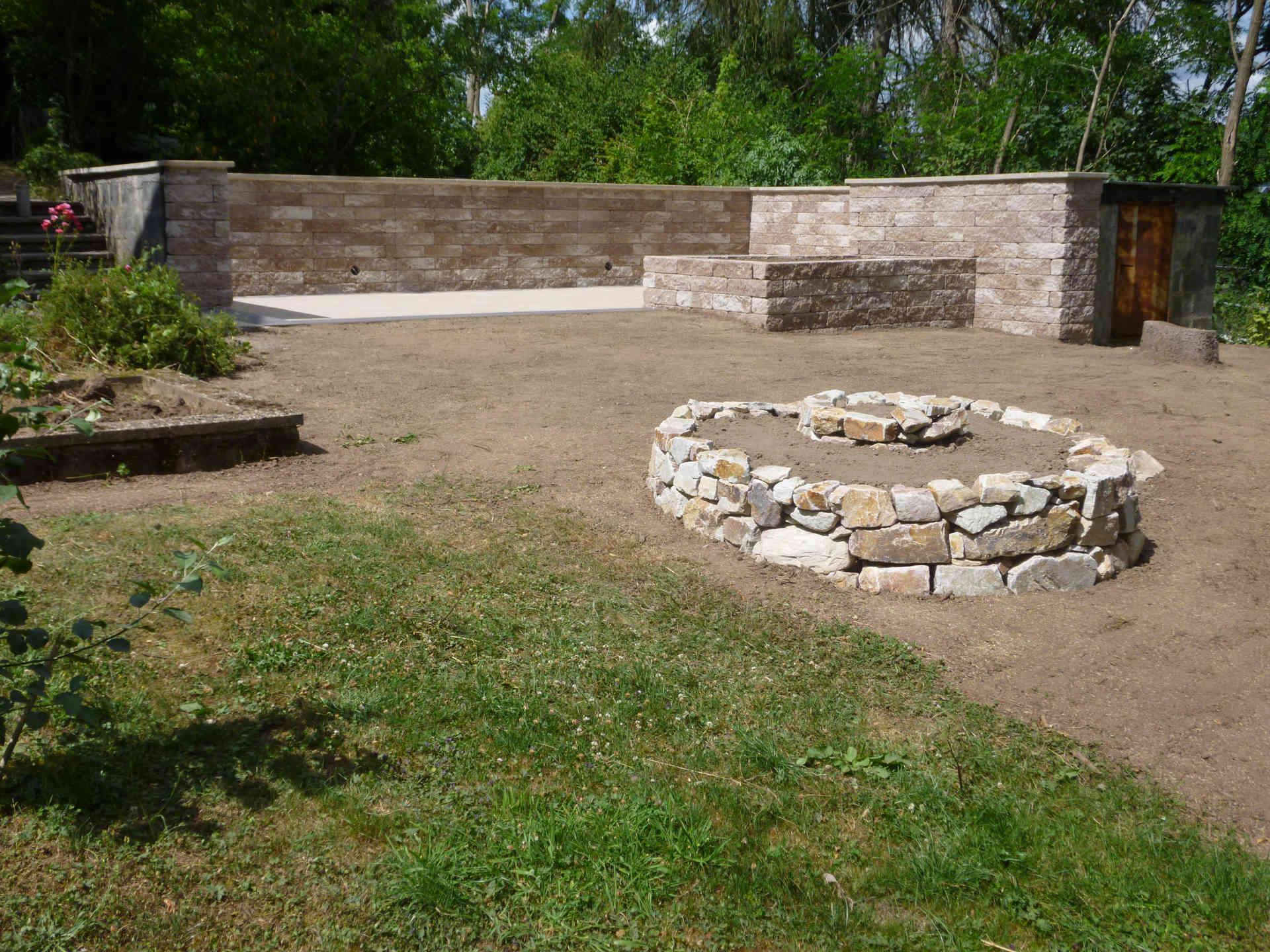 Gartengestaltung Mit Terrasse Und Kraeuterspirale