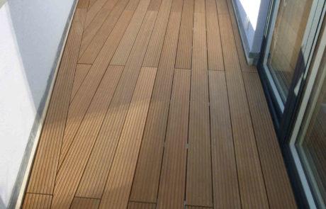 Holzdeck Auf Dem Balkon