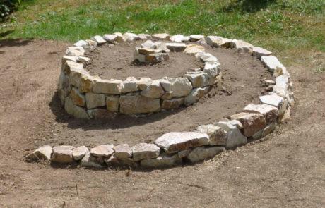 Kraeuterspirale Sandstein Trockenmauer