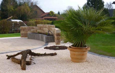 Pflegeleichte Gartengestaltung Mit Kiesbeet Und Palme 2