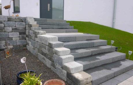 Treppenanlage Gartenmauer Eingangsbereich