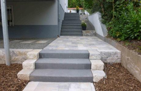 Treppenanlage Und Hauswegpflasterung In Hanglage